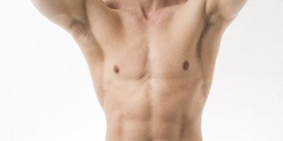 Depilacja miejsc intymnych u mężczyzn – poznaj różne sposoby