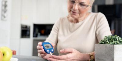 Stopa cukrzycowa – jak ją leczyć? Jadłospis i przepisy dla diety cukrzycowej